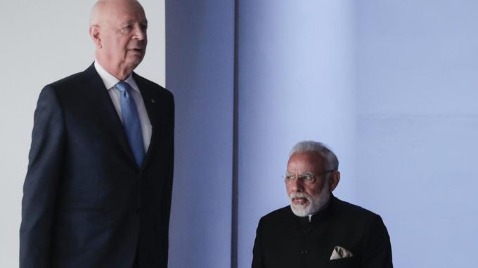Klaus Schwab, - à gauche - fondateur du World Economic Forum et Narendra Modi, premier ministre de l'Inde.